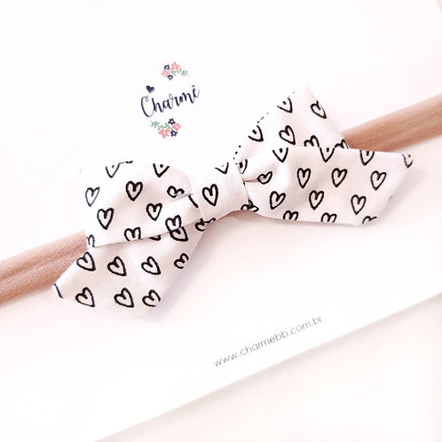 Laço Bela M Corações Branco e Preto