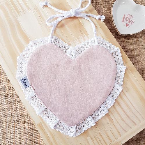 Babador Coração Renda em Linho Rosa Blush