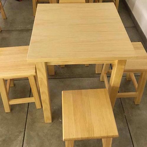 Conjunto mesa y 4 taburetes