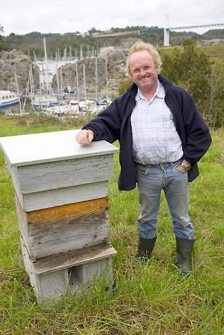 Rémy Lucas, apiculteur de La Maison de L'Abeille dans le Morbihan