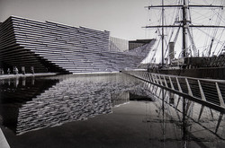 V and  Discovery Dundee