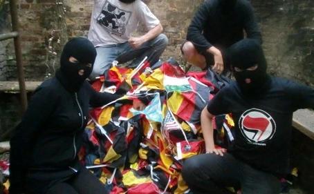 ANTIFA verteilt Punkte für geklaute Deutschland-Fanartikel