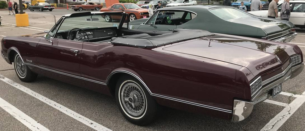 A rarely-seen Olds Delmont 88 convertible.  A rare model...it was only around for two years: 1967 & 68.