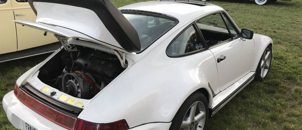 What cruise could be complete without a Porsche ?