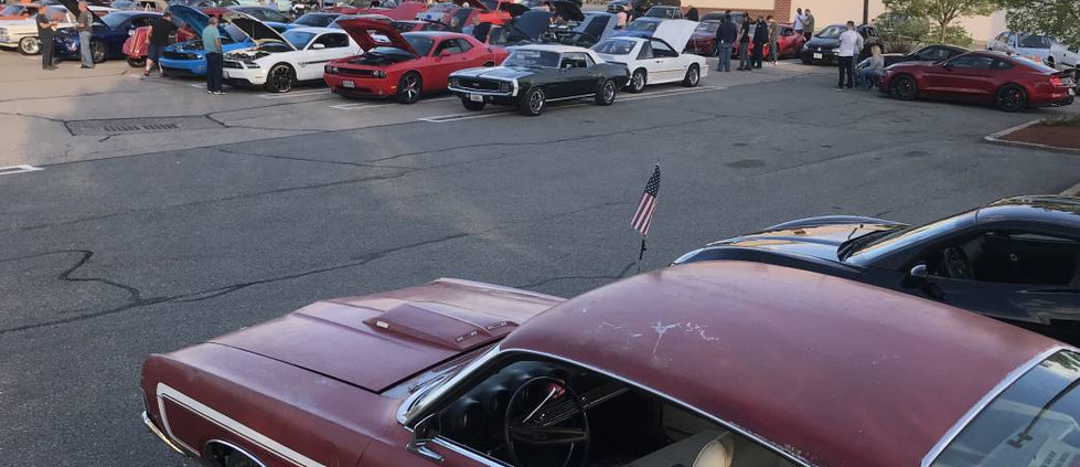 With a typically wide range of cars & trucks to check out..a mid-season-sized crowd had a great deal to enjoy.