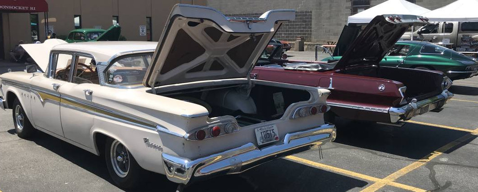 Paul's '59 Edsel sedan shows barely over 22,000 original miles.  Pretty impressive.  Next to it is a fine '63 Chevy convertible...and a beautiful mid-60s C2 Corvette.