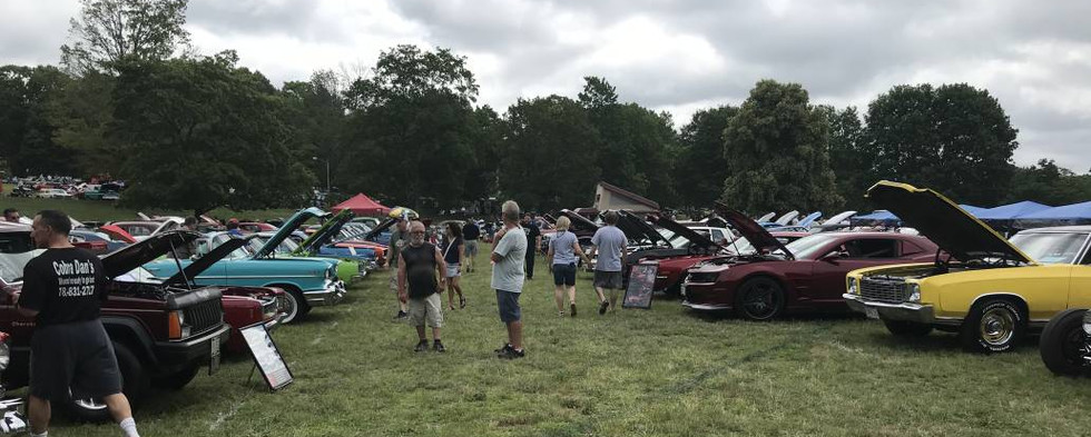 Cars & trucks just kept rolling in throughout the morning...and, with more than 15 acres to work with...space was certainly no issue.