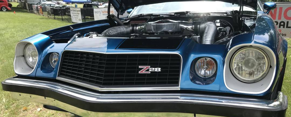 There was a time that the road was filled with mid-70s Camaro Z28s..but most all have disappeared now.  This blue beauty brought back alot of great memories.
