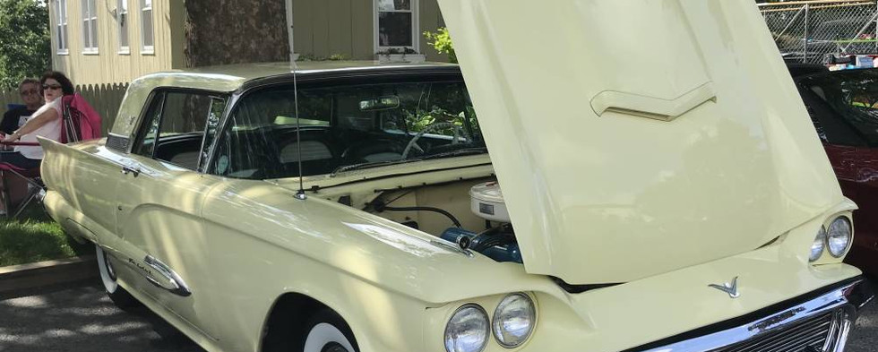 For 1959, Thunderbird was in the middle of a three year styling cycle which had only recently been up-sized from 2 to 4 seats.