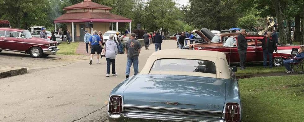 A good day all the way around...with plenty of variety.  Check out trophy-winner Don's '67 Ford Galaxie 500 convertible on the right.  It came over from nearby Dayville, CT.