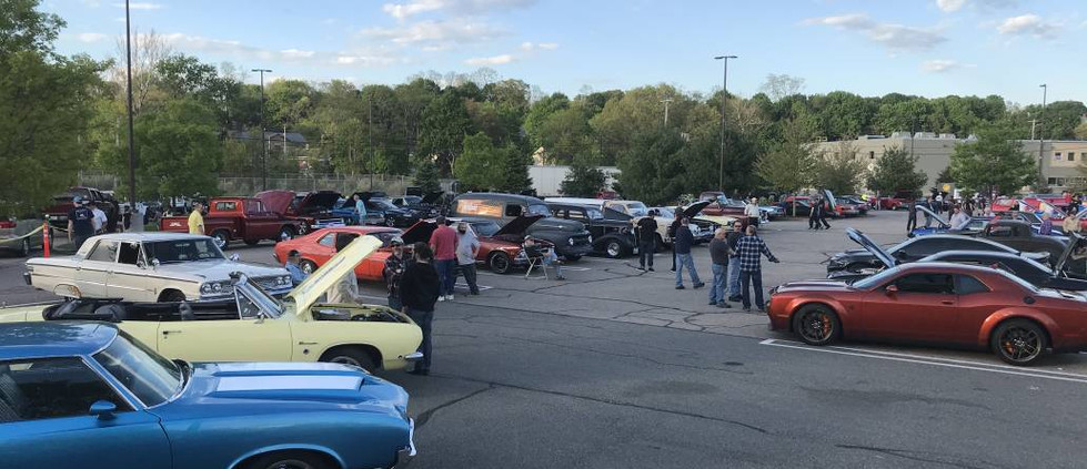 The sky was clearing to a beauiful blue as the Friday cruise lot filled to near-capacity.  What a great crowd...witha 50/50 total pot that neared $600, with proceeds always going to the Ronald McDonald House.