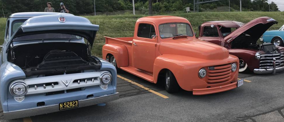 A mighty cool trio of trucks stood at the ready..from a pair of early Ford F-series to the early 50s Chevy on the far right.