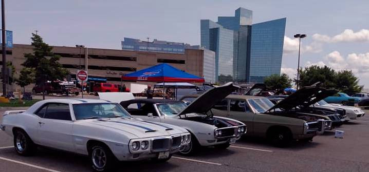 As Thursday dawned sunny & warm..show day brought more & more Pontiacs on display outside, in the shadow of the unmistakably-designed Mohegan Sun Resort Hotel.