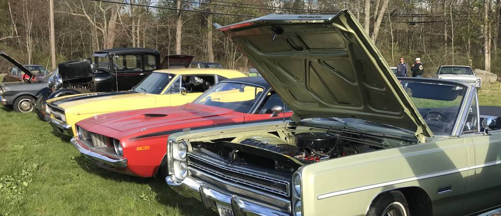 There were plenty of mopars to check out on this partuclar night.  Here, you can check out a '72 Barracuda, surrounded by a '68 Fury convertible and 1970 Roadrunner.