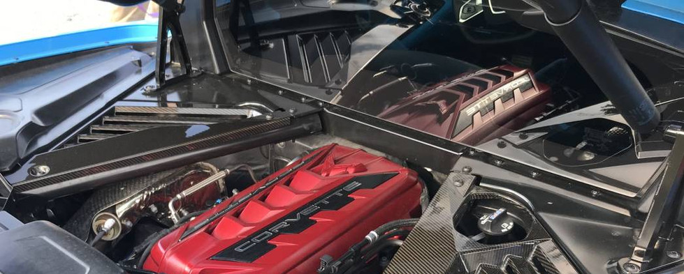 The rear engine compartment of this brand new Corvette C8 was popepd so we could all have a peek.