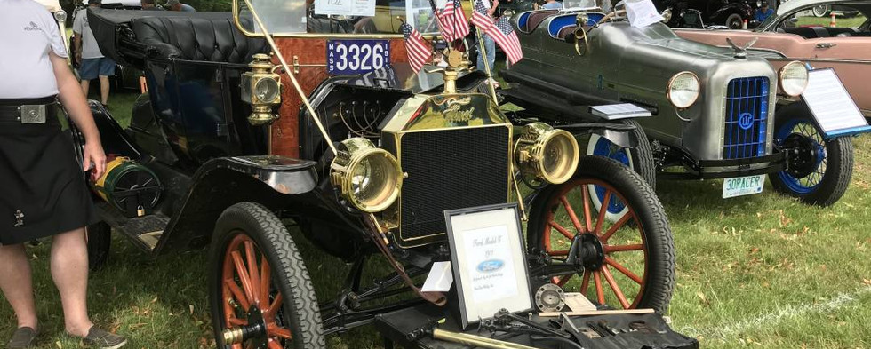 The oldest vehicle on isplay was this 110 year old 1911 Ford Model T.  A magnificent example of the brass era.