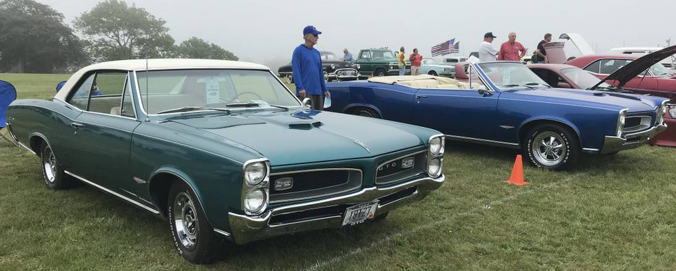 This pair of '66 GTOs looked mighty sharp.  A hardtop on the left and a convertible on the right.  The hardtop had factory air !