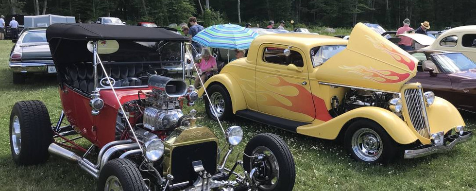 A gorgeous pair of street rods...that's John C's T-Bucket on the let and Frank P's '34 Ford on the right.