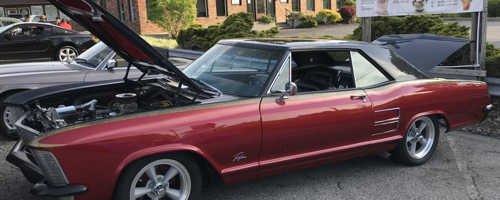 Recently out after a long slumber in the garage, Kenny T's '63 Riviera was showing quite a few custom touches.