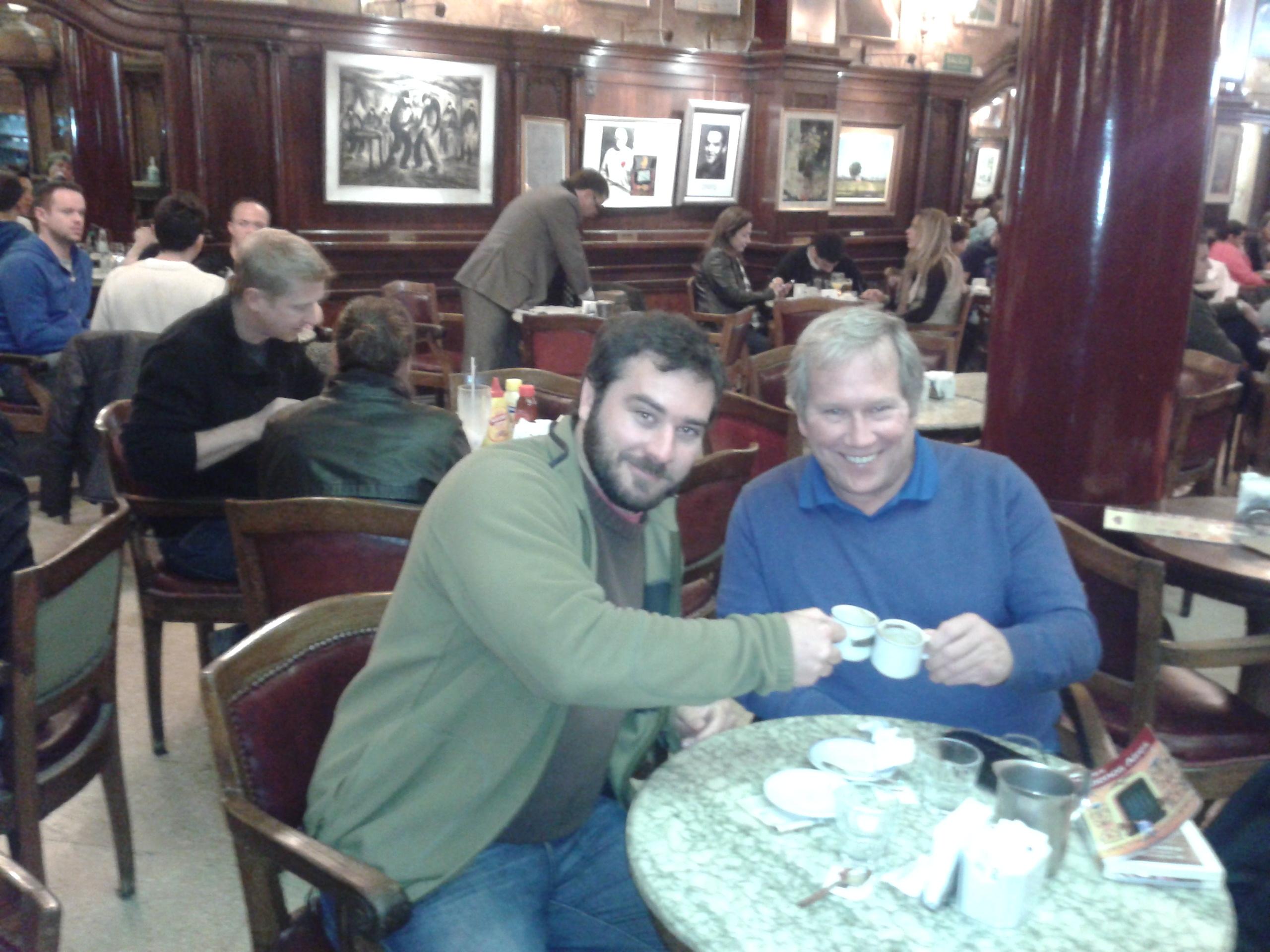 Con Jim en el Tortoni. 1.JPG