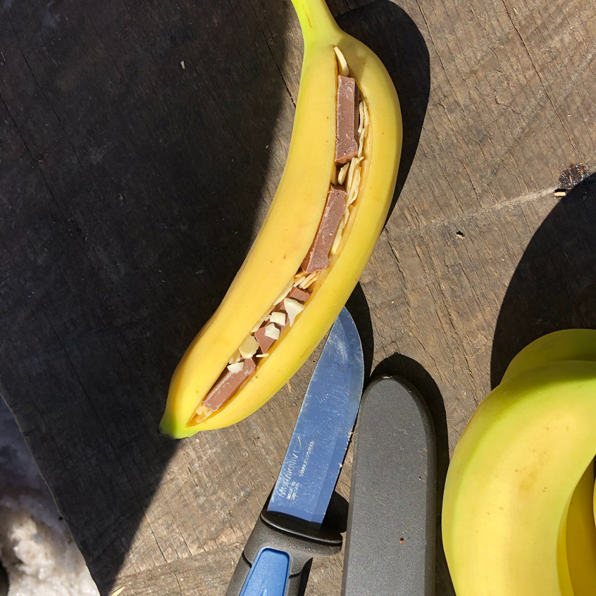 Banan fyllt med sjokolade og nøtter