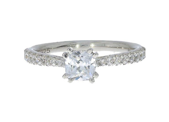 Cushion Diamond shoulder 6 claw 50Pt Engagement Ring