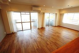 グリーンマンション七隈_リビング.png