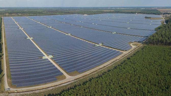 China mais do que dobra capacidade instalada em energia solar em 2016