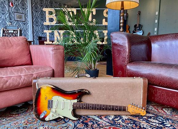 SOLD! - 1961 Fender Stratocaster 3-tone Sunburst