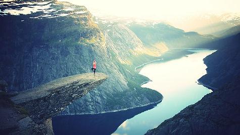 seance-de-yoga-face-au-vide-paysage.jpg