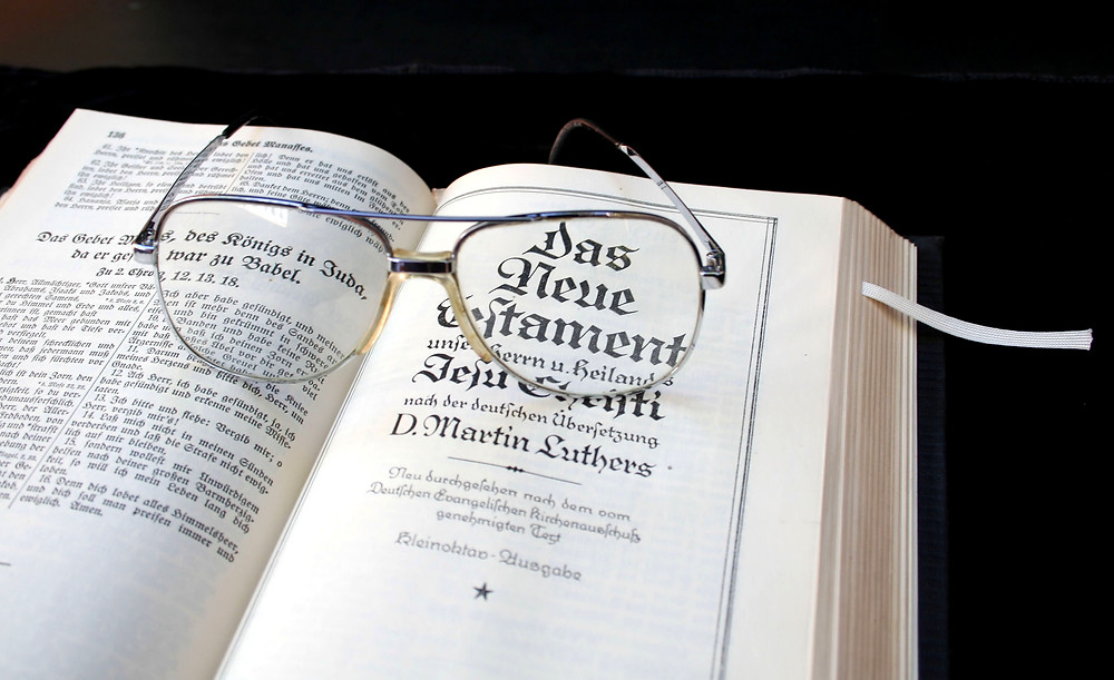 openphotonet_Bible - German - M Luther & glasses1.JPG