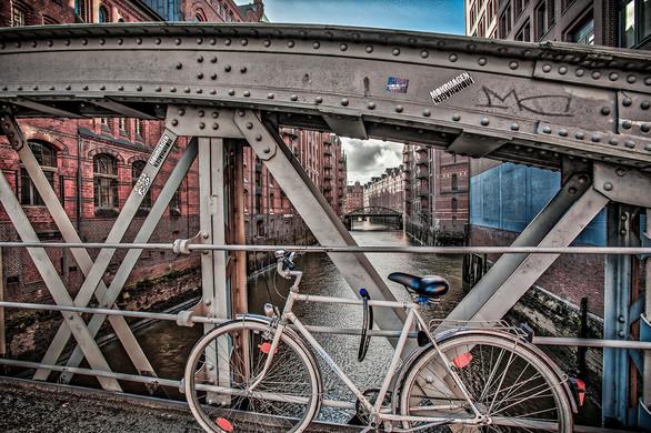 bike in hamburg - print à venda