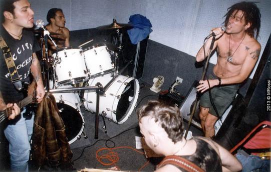 vertigo - banda de dinho ouro preto com mingau, arnaldo e quaker