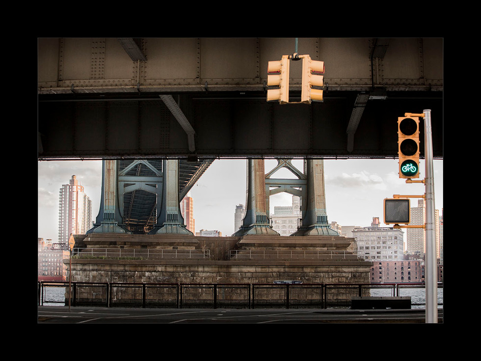 Under The Bridge - Manhattan, NY - print à venda