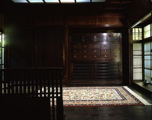 京の町屋に敷かれたペルシャ絨毯