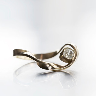 Möbius Diamond Ring