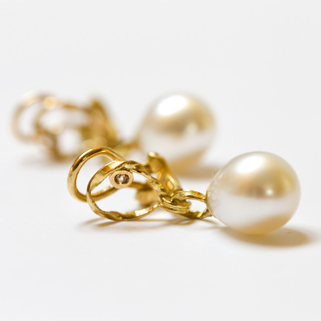 Pearl and Gold Ear Clips