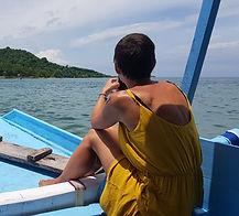Nina sailing on Gili Gede, Indonesia - Holamundo