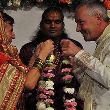 wedding ceremony with Paramahamsa Vishwananda - Holamundo