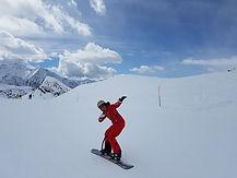 Nina snowboarding in the Monte Rosa region, Italy - Holamundo