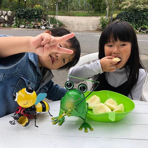 子ども りんご試食.jpg