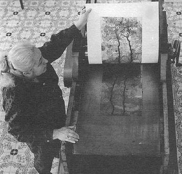 Ritratto_Galli_in fase stampa al torchio