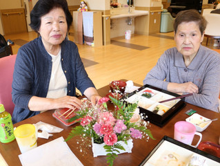 東松山ホーム  父母の日のお祝い