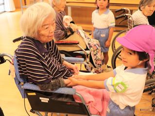 聖ルカ幼稚園児との交流会