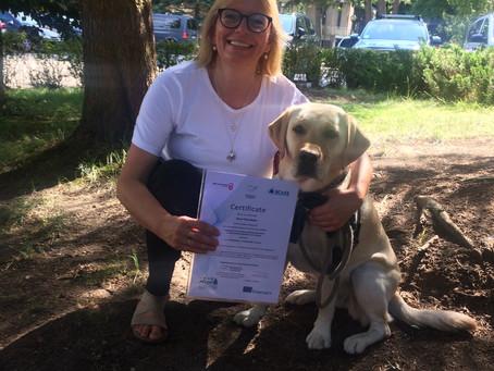 Sissel sa opp jobben, ønsket å satse på dyreassisterte intervensjoner med hund på heltid!