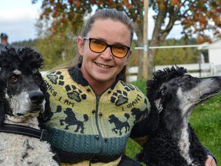 Frøydis samler på gyldne øyeblikk sammen med skolehunder
