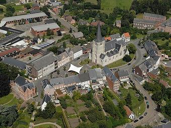 Stadhuis Heist-op-den-Berg gemeenteplein kerk luchtfoto symbool voor de stad waarvoor wij luchthavenvervoer voorzien naar alle luchthavens