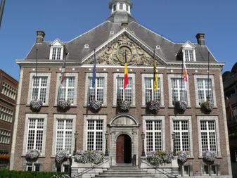 Stadhuis Hasselt symbool voor de stad waarvoor wij luchthavenvervoer voorzien naar alle luchthavens