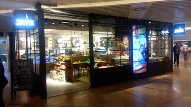 Brussels Airport Zaventem Java coffee bar ontmoetingspunt in de aankomsthal na het ophalen van de bagage en het passeren van de douane