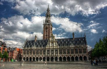 Stadhuis Leuven symbool voor de stad waarvoor wij luchthavenvervoer voorzien naar alle luchthavens